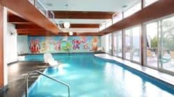 Maison riveraine de rêve avec piscine intérieure et mosaïque d'Alfred Pellan