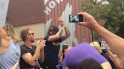 Dave Grohl vient gâcher avec génie une manifestation