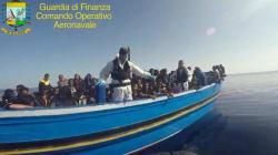 Non si ferma l'ondata di migranti: 300 soccorsi in mare. Sabato in salvo 4400