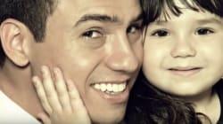 Rafael e la figlia nella stessa posa per ricordare la madre morta in un