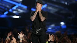 Bieber Gets Emotional On VMA Stage, Cries And Flies In