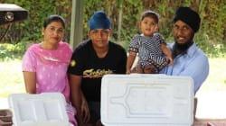 Cucina 30 kg di cibo indiano e lo distribuisce ai