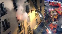 L'homme arrêté après l'incendie mortel à Paris transféré en service