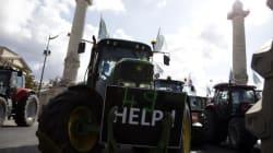Des tracteurs envahissent les rues de Paris