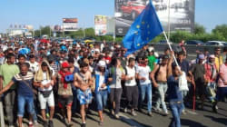 シリア内戦危機で脱出する人々 ハンガリーでシリア難民が大行進