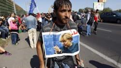 L'Angela dei rifugiati. Centinaia di profughi in marcia: a piedi da Budapest verso Germania e
