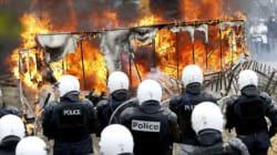 Gli agricoltori assediano Bruxelles: migliaia di trattori, lancio di uova e