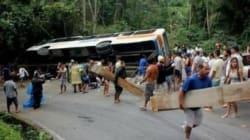 Ônibus que tombou em Paraty e matou 15 tinha problema nos