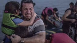 Dalla disperazione alla speranza, la foto simbolo di Laith e la sua famiglia