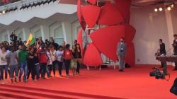 La marcia degli scalzi arriva sul red carpet (di G.