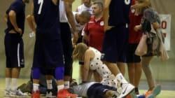 Ha un attacco cardiaco sul campo di basket. Lo salva una