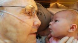 La bisnonna e la neonata occhi negli occhi: un momento che vale una