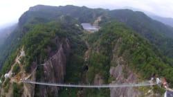 Oseriez-vous traverser ce pont suspendu... en verre?