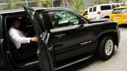 Confundido com Uber, carro de deputado é cercado por taxistas em