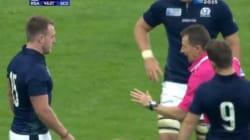 Cet arbitre se moque d'un rugbyman en l'invitant... à jouer au