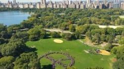 Un signe de paix géant à Central Park pour le 75e anniversaire de John