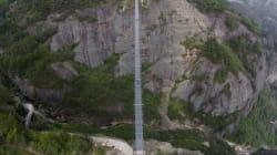 Un pont de verre suspendu se fissure en Chine