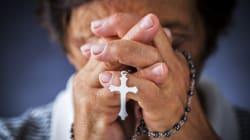Il prete sfratta l'anziana per i profughi (e per farsi pagare i lavori alla