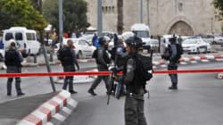 Un homme poignarde trois policiers israéliens avant d'être