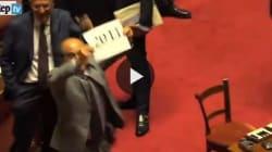 Scilipoti ce l'ha ancora con Napolitano: cartello con scritta
