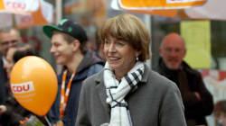 La candidate poignardée pour son soutien aux migrants élue maire de