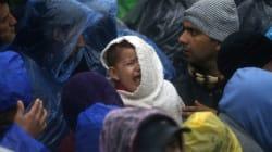 Des milliers de migrants massés à la frontière