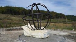 La statue d'hommage à Rémi Fraisse a