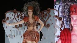Un défilé met en vedette des mannequins en tenues de chocolat