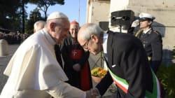 Dal debutto in Campidoglio alla stretta di mano con Papa