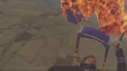 Elle enflamme son parachute en plein vol