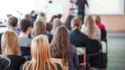Sospesi 22 studenti delle medie che filmavano i professori in