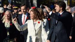 Sophie Grégoire-Trudeau très chic en blanc et noir lors de l'assermentation de son mari premier