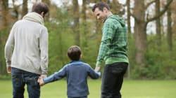 養子を迎えるLGBTのカップルは、身よりのない子供たちを救っている