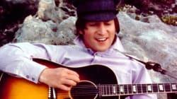 Violão que foi furtado de John Lennon é vendido em leilão por R$ 9
