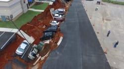 Le stationnement s'effondre et engloutit 15 voitures