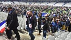 Tifosi evacuati dallo stadio cantano La
