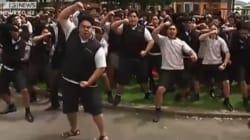 Le haka-hommage des étudiants de l'ancien lycée de Jonah