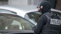 Bruxelles, polizia cerca due uomini, avrebbero