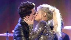 American Music Awards: Trainor et Puth échangent un baiser sur