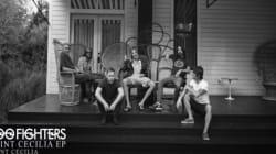 Les Foo Fighters offrent leur album, en hommage aux