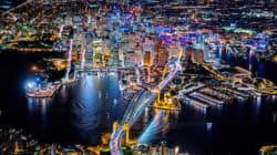 La magnificenza delle metropoli illuminate nella notte e fotografate