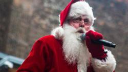 Vous assiériez-vous sur les genoux de ces pères Noël?