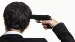 Barricato in casa con una pistola: i carabinieri negoziano per 10 ore e lo