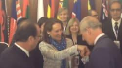Le baisemain du prince Charles à Ségolène