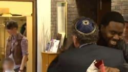 Des juifs accueillent des musulmans après l'incendie de leur