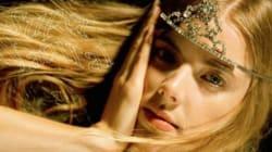 Agyness Deyn revient à la mode en Une du magazine Wonderland