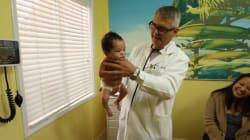 VIDÉO - La stupéfiante méthode d'un pédiatre pour calmer un bébé qui pleure (mais ça