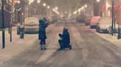 Ce couple a retrouvé une photo de leur demande en mariage grâce aux