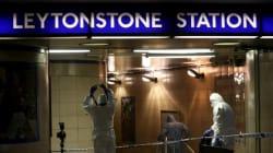 Paura nella metro di Londra: un uomo tenta di sgozzare un passeggero
