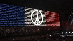 U2 célèbre Paris à Bercy et rend hommage aux victimes des